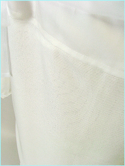 装道の洗える正絹ランジェリーの絽です。
